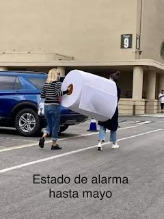 Meme papel higiénico gigante para estado de alarma