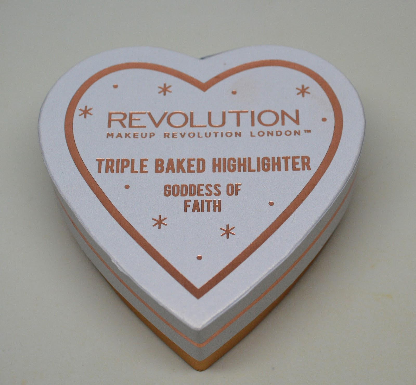 Makeup Revolution Blushing Hearts Triple Baked Highlighter
