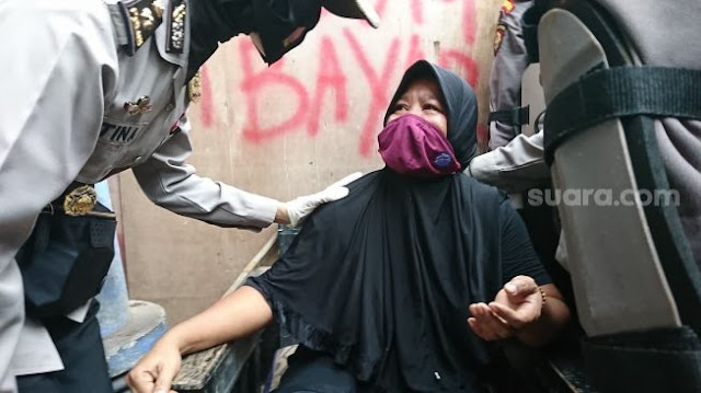 10 Ibu Pingsan, Rumah Digusur Paksa Mau Dibangun Jalan Tol Proyek Jokowi