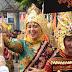 Bupati Nunik Ikut Jalan Kaki di Parade Budaya Lampung