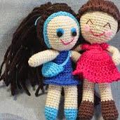 http://peluchetejido.blogspot.com.es/2012/06/muneca-amigurumi-con-patron-en-espanol.html