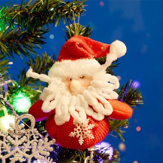 Christmas Tree Pictures and Photos with Santa Claus