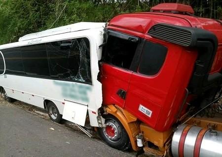 http://www.jornalocampeao.com/2019/10/motorista-de-micro-onibus-morre.html
