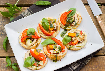 Mini-Gemüsepizzen mit Minz-Basilikumöl