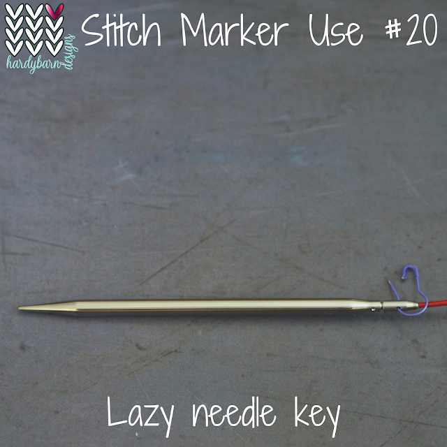 circular knitting needle with marker in keyhole