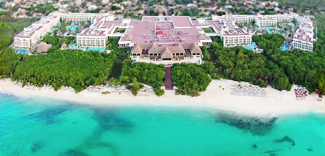 A stunning private bay provides the backdrop for Paradisus Playa del Carmen - La Perla, a lush all-inclusive resort paradise. A gem among the Riviera Maya hotels, this adult only resort delivers on the perfect Playa del Carmen beach vacation for those in search of luxury and exclusivity.
