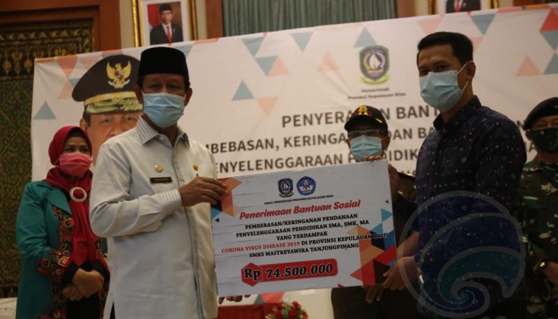 Pemprov Kepri Serahkan Bantuan SPP-Untuk Peserta Didik SMA, SMK, SLB dan MA