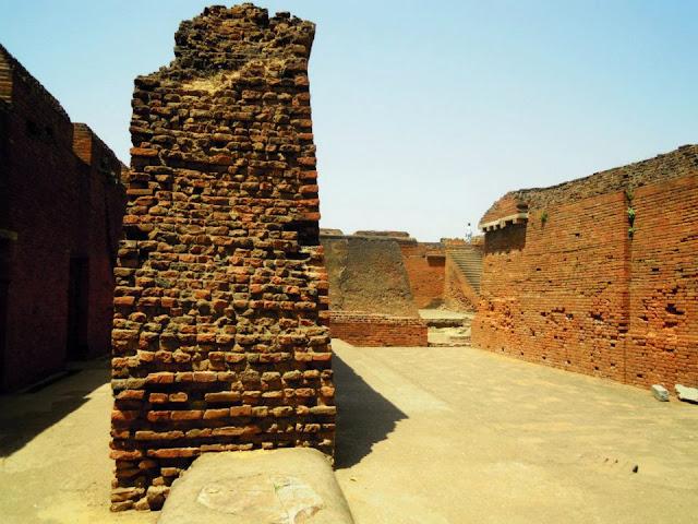 A broken wall with signs of burning at Nalanda