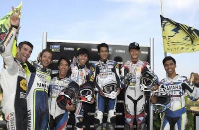 Beraksi di Lintasan MotorRanch, 2 Rider Indonesia Bikin Rossi Kagum