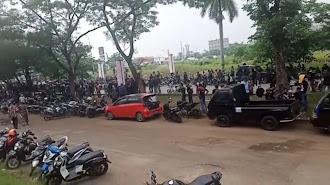 Polisi Berhasil Bubarkan Bentrokan Ormas dan LSM Terjadi di Cikampek