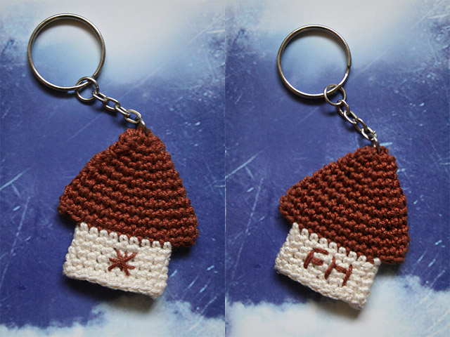 crochet house keychain