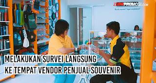 Melakukan Survei Langsung ke Tempat Vendor Penjual Souvenir