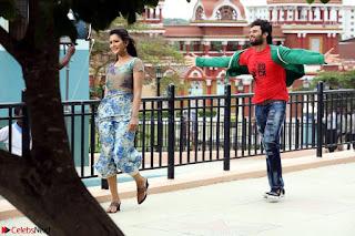 Pooja Jhaveri romancing Vijay Devarakonda in movie Dwaraka (6).jpg