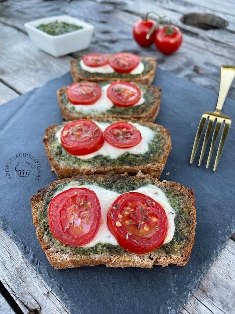 Tartine au pesto, à la tomate et à la mozzarella - Bruschetta - Recette facile - IG bas