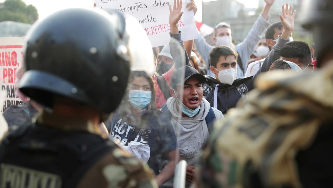 """""""Merino no es mi presidente"""": #Perú protesta por cuarto día consecutivo contra la destitución de #MartínVizcarra"""