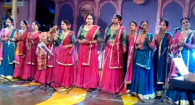 "The name of the ""Wao Womensia Folkers Band"" on the evening of Surajkund, the folk fujian songs shout"
