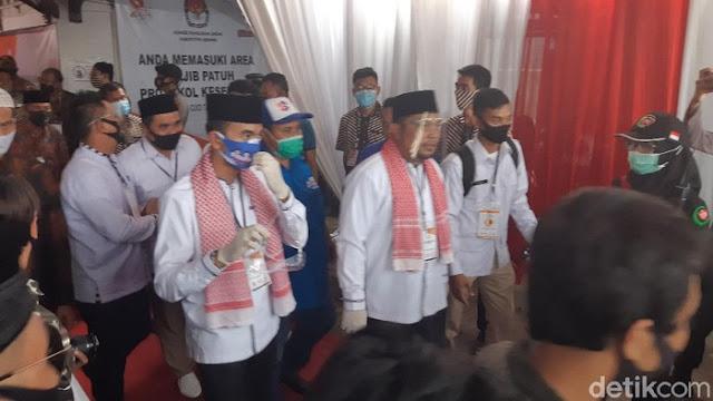 Daftar ke KPU Serang, Pasangan Nasrul-Eki Bawa Kerumunan Massa