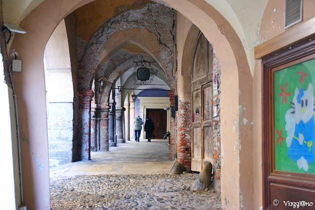 Alcuni portici che si affacciano sulla Piazza Conte Rosso di Avigliana