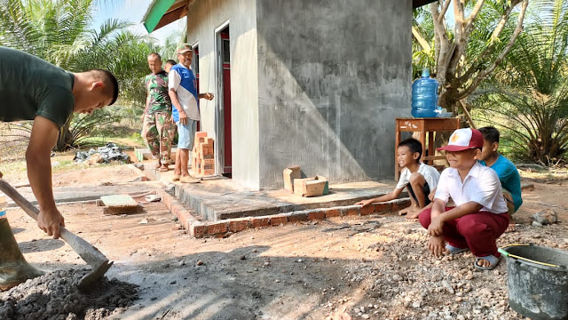 Senyum Anak-anak Simpang Semangko Bersama Satgas TMMD