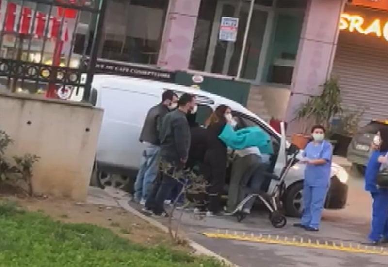 Araçtan inemedi, hastane kapısında doğum yaptı!