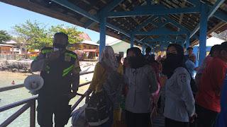 Bhabinkamtibmas Pulau Barrang Caddi Imbau Warga Taati Protokol Kesehatan