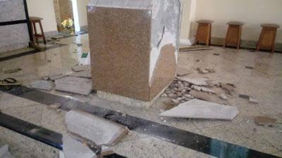 Fundamentalista religioso quebra alta de Igreja em Macaé