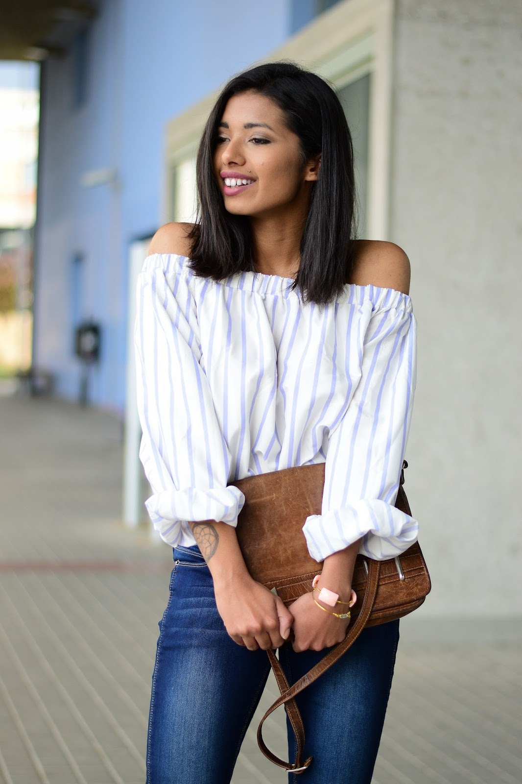 how to wear off shoulder tops and jeans