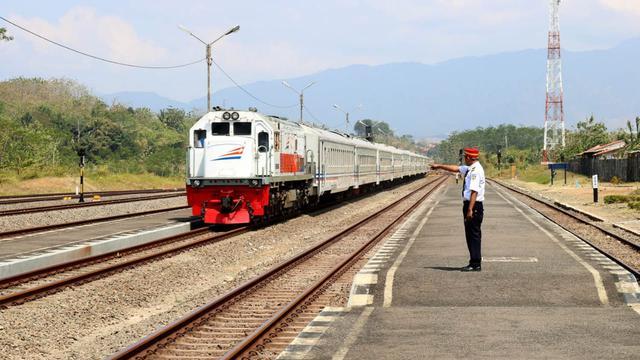 Beli Tiket Kereta Api Joglosemar Kerto untuk Keliling Jateng DIY, yuk!