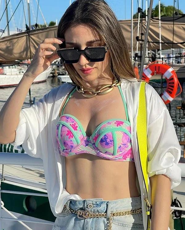 Heli Daruwala in bikini top sets temperature soaring