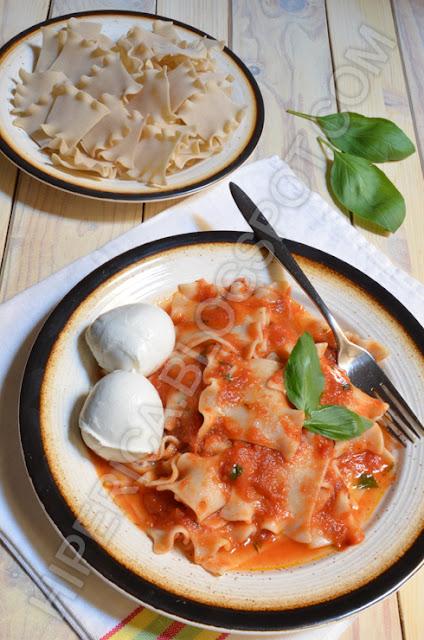 hiperica di lady boheme blog di cucina, ricette gustose, facili e veloci. Ricetta pasta al sugo e mozzarella
