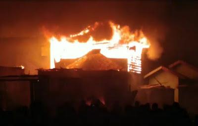 Kebakaran Hebat Ludeskan Sembilan Unit Rumah Warga Di Kelurahan Sei Bilah Langkat