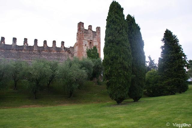 Il castello di Lazise e il suo giardino