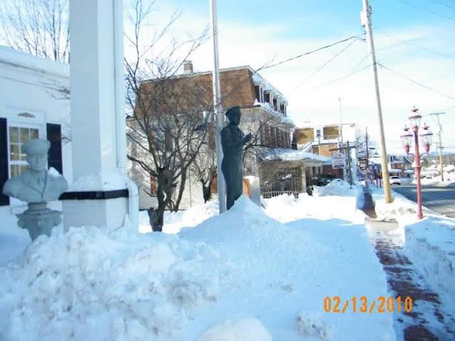 Eisenhower statue in snow at Gettysburg