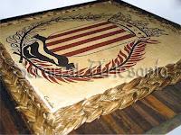 Escudo de la población de Montesa, sobre madera y rodeado de enea