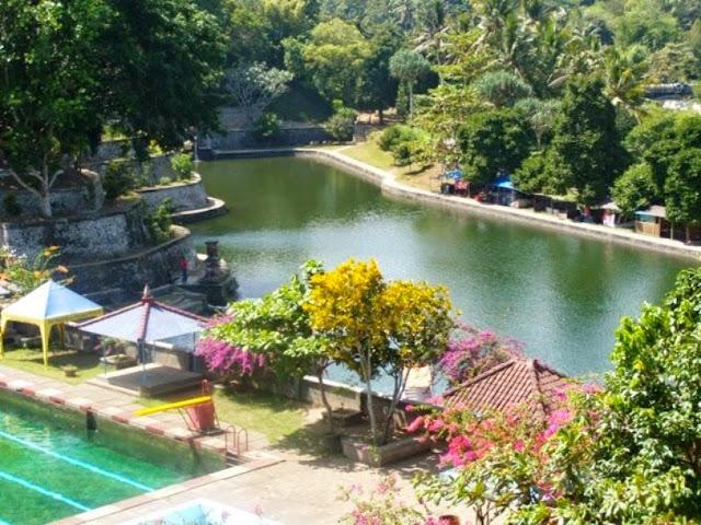 http://www.wisatakalimantan.com/2016/07/wisata-taman-rekreasi-lembah-hijau.html