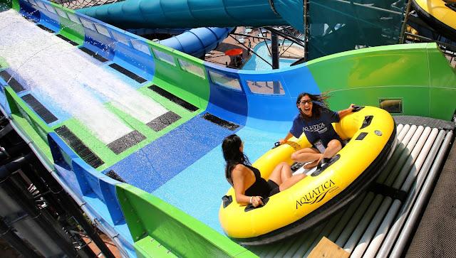 Atração KareKare Curl no parque Aquatica em Orlando