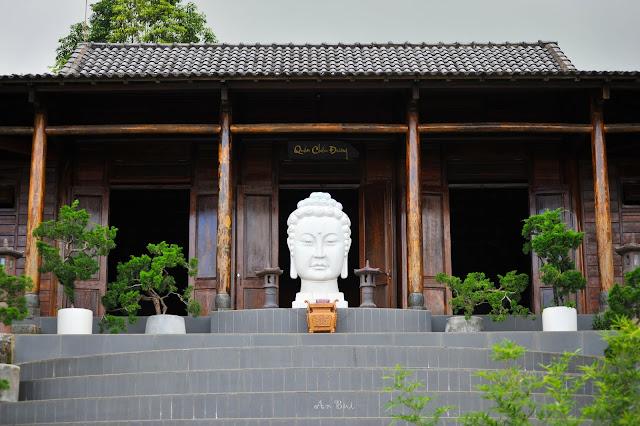 Chánh điện chùa Linh Quy Pháp Ấn