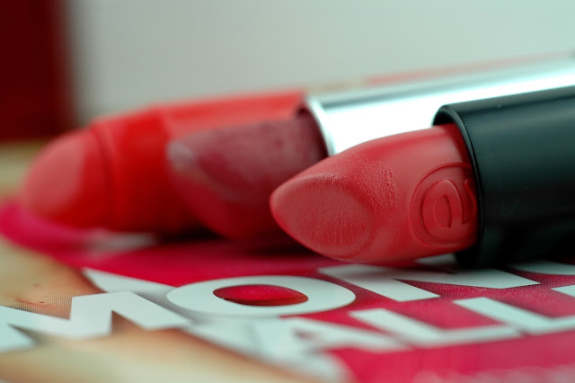 Close-Up essence Longlasting Lipstick Coral Calling