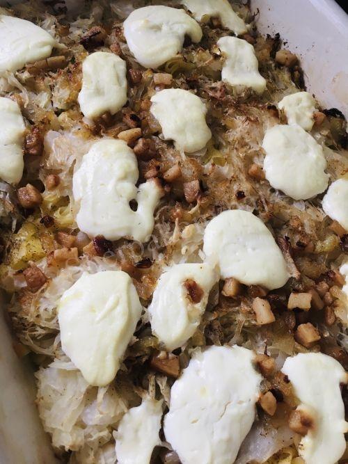 Savanyú káposztás-szalonnás-tejfölös tészta