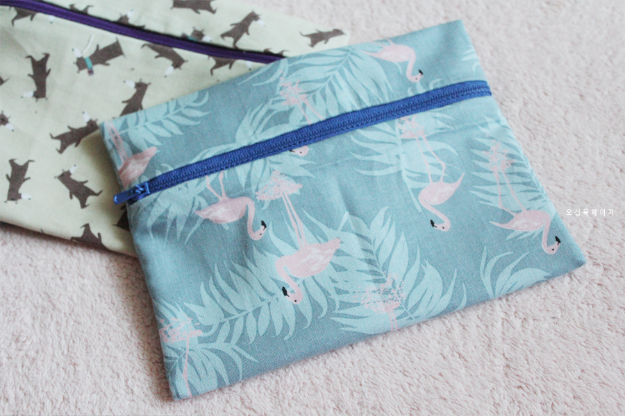 Lined Zip Pouch Tutorial - Make up bag/Headphone holder/Pencil case