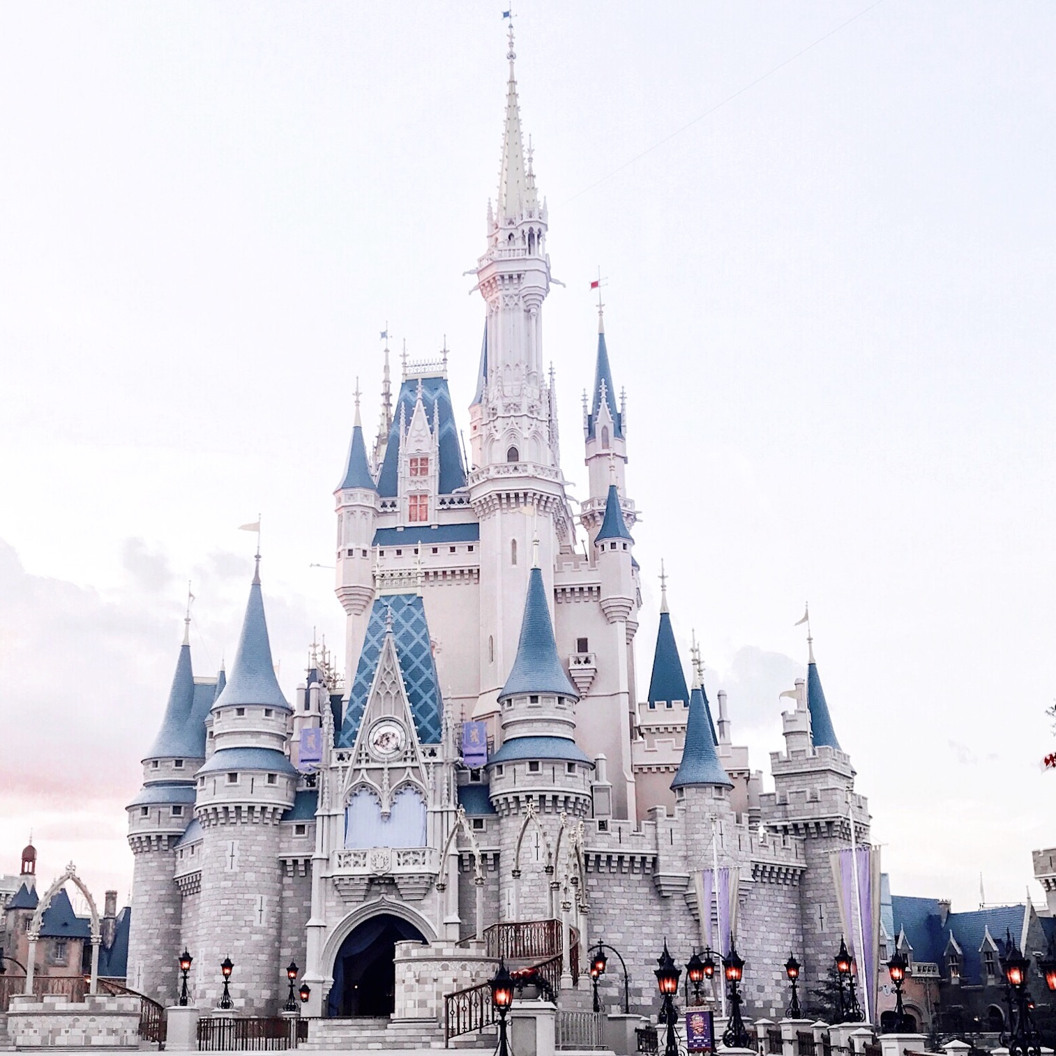 How To Book A Holiday To Orlando On A Budget, booking a disney world holiday, Orlando, orlando on a bugdet uk, orlando holidays 2018,  Holiday, how to go to disney on a budget, walt disneyworld, orlando budget holiday,
