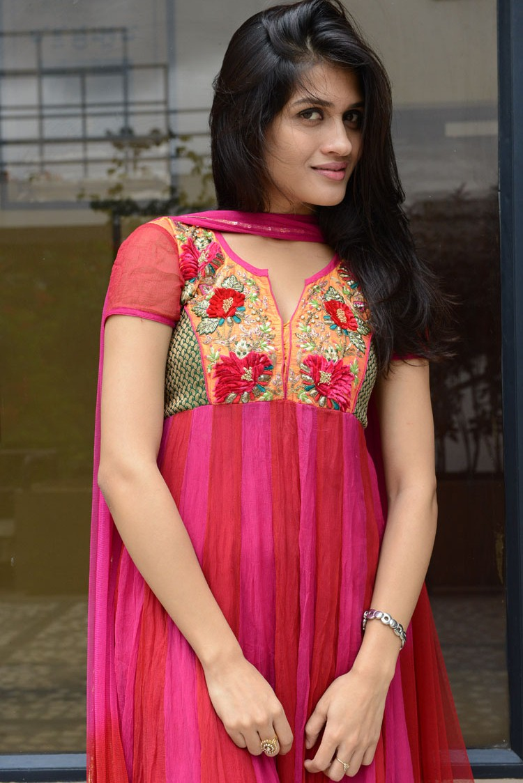 sexy stylish Keemaya in red salwar suite latest hot stills