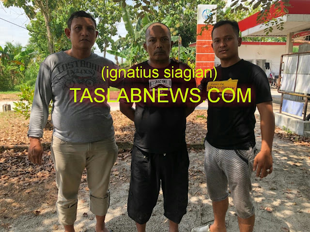 Iswadi tersangka pemilik narkoba golongan I jenis shabu-shabu saat diamankan petugas Satres Narkoba Polres Tanjungbalai, Rabu (29/8).
