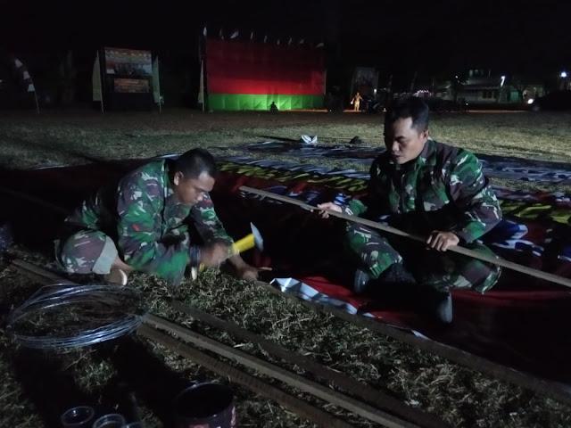 Penyiapan lapangan upacara penutupan TMMD Kodim Demak hingga larut malam