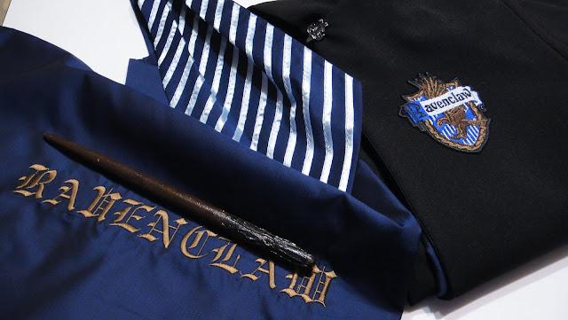 Одежда факультета Равенклав: мантия, галстук, эмблема, волшебная палочка и мешок для хранения. Harry Potter and Ravencluw