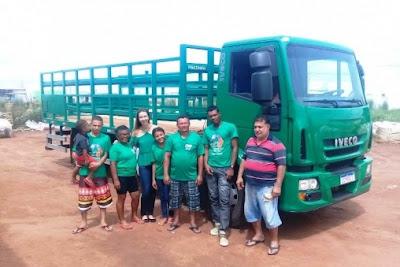 Caminhão iveco verde