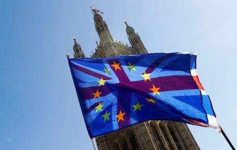 Csaknem hét éve először csökkent a brit negyedéves GDP