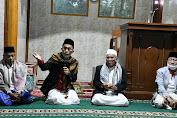 Plt. Bupati Cianjur Mewakafkan Al Qur'an Untuk Jamaah Masjid Besar Nurul Iman