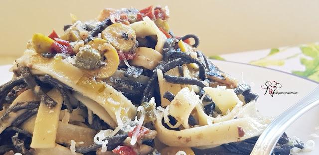 Pasta, sardinillas y encurtidos