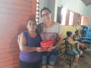 No bairro do Nordeste em Guarabira PB, a AMARBN promoveu festa das mães com brindes dentre eles celulares